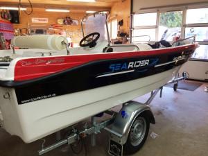 Bootsbeschriftung für ein Motorboot